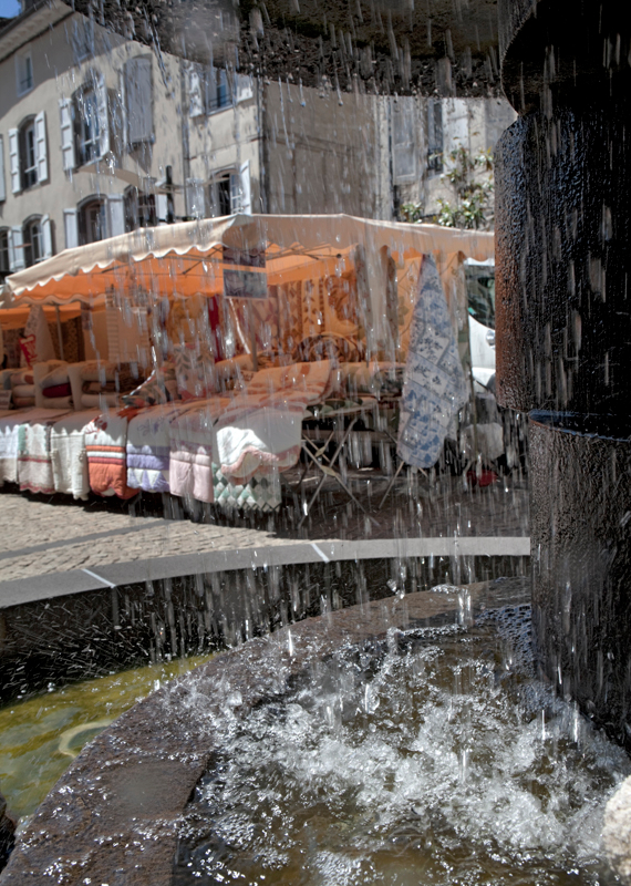 119-market-and-fountain-aurillac-france